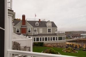 Bar Harbor Inn Reading Rm Exterior